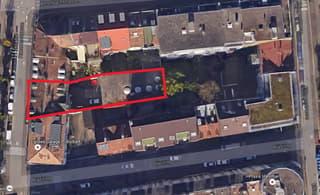 Mehrfamilienhaus, mit Industriegebäude (3)