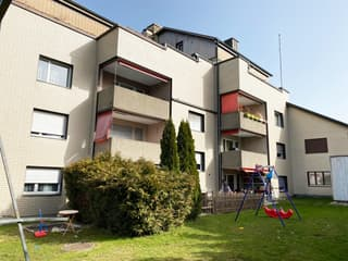 Gut unterhaltenes Mehrfamilienhaus mit 13 Wohnungen (3)