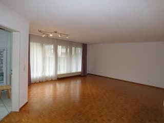 Helle 4.5-Zimmer-Wohnung in ruhiger Lager (3)