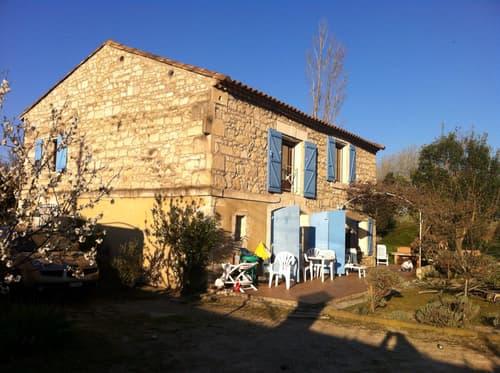 Mas entièrement restauré de 4 1/2 situé au sud de d'Arles