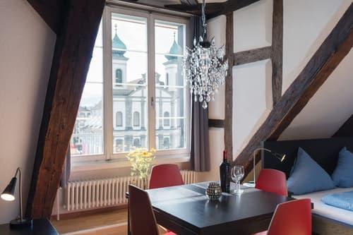 Elegantes und modern eingerichtetes Studio an der Reuss