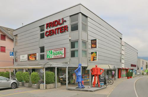 Ihre Ladenlokalität an bester Lage im Fridli-Center Näfels (auch als Büro/ Salon/ Praxis geeignet)
