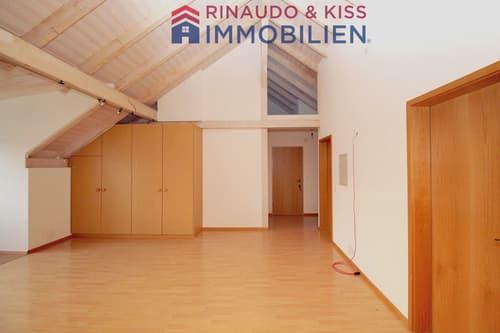 Charmante Dachwohnung mit Carport und Schopf - ökologische Bauweise & tolle Aussicht