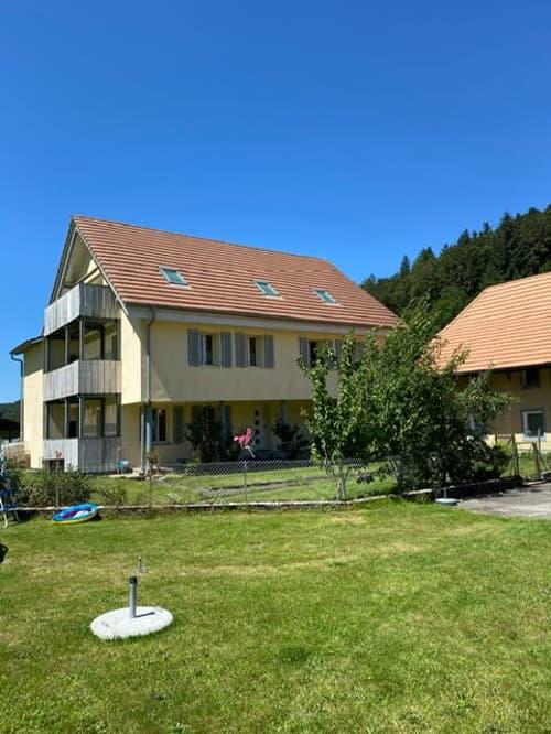 Mitten in der Natur, modern Wohnen mit Balkon auf dem Bauernhof!