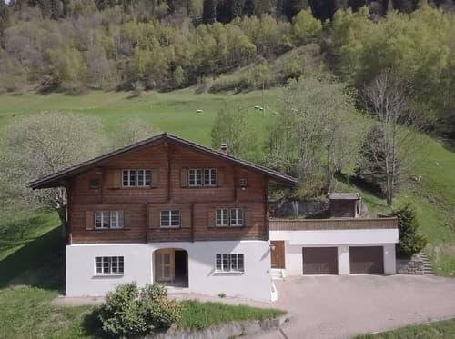 Zweifamilienhaus in Cavardiras GR