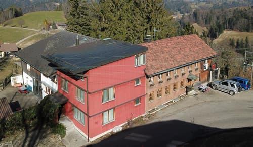 5-Zimmer-Wohnhaus mit Gruppenhaus und Hallenbad an nebelarmer Lage!