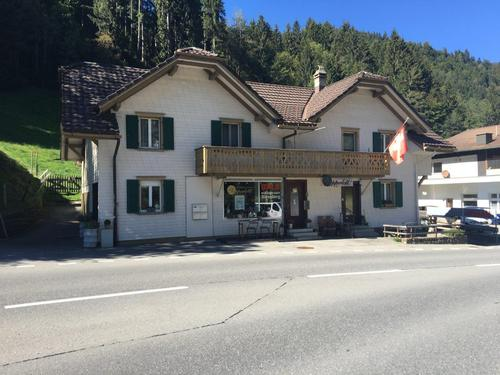 heimeliges Wohn- und Geschäftshaus im Dorfzentrum von Flühli