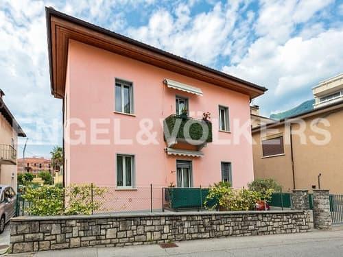 Elegante villa con giardino e 2 appartamenti a Viganello/Elegante Vill