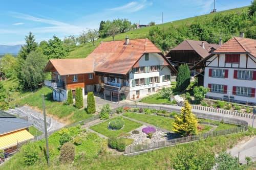 Traumbauernhaus mit viel Potenzial und  402 m² grosse Baulandparzelle