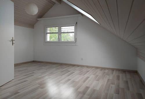 2 Zimmer, eigenes Bad und Stockwerk in 4.5 Zimmer Wohnung