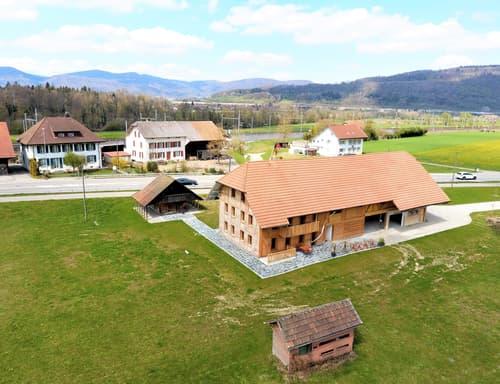 Wohnhaus mit Spycher und Bienenhaus