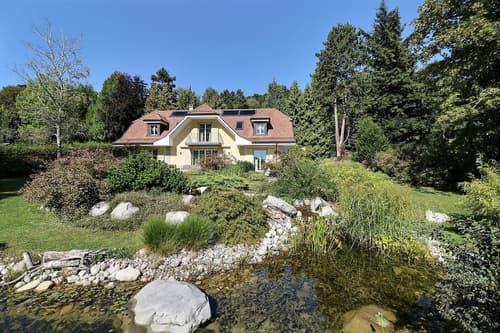 Très belle propriété dans un écrin de verdure proche de Lausanne.