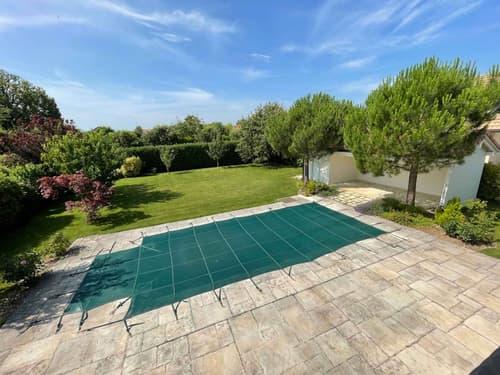 Superbe propriété individuelle de 10 pièces d' env. 350m2 habitables + sous-sol avec grand jardin et piscine chauffée