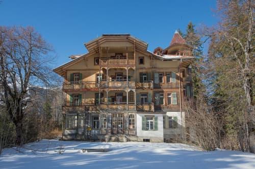 Komplett Sanierungsbedürftige Residenz Schlössli Waldegg