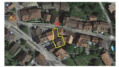 Gebäudekomplex mit 3 Wohnungen, Schopf und 3 Einstellhallenplätze