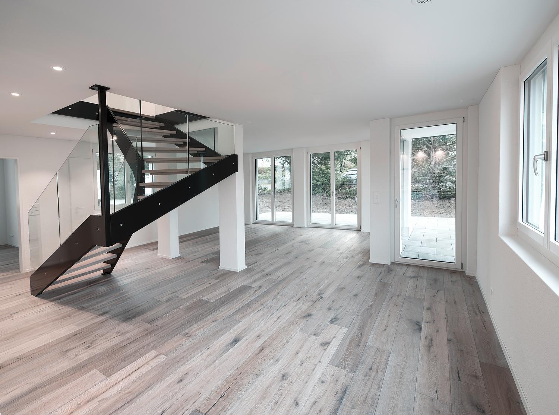 Miete: Grosszügige Wohnung mit Gartensitzplatz und Terrasse