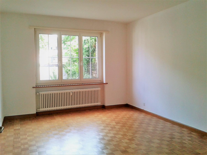 Miete: hübsche, geräumige Wohnung im Zentrum