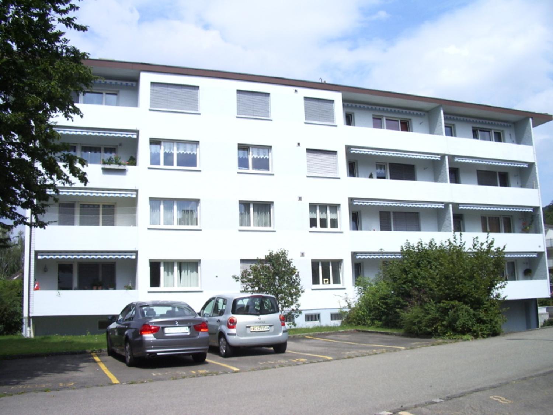 Miete: helle Wohnung im Hochparterre
