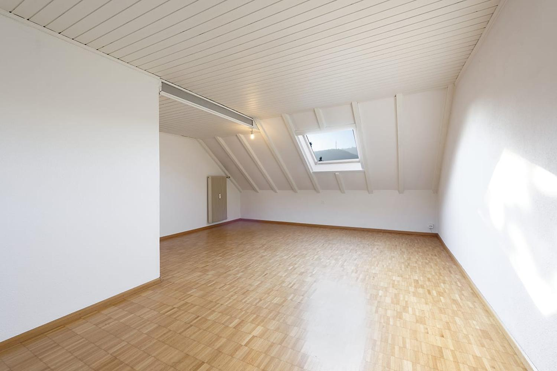 Miete: Dachwohnung, familienfreundliche Überbauung