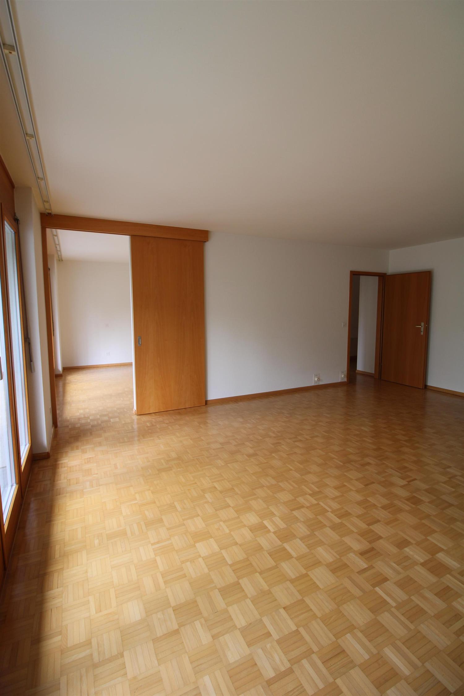 Miete: schöne Wohnung mit grossem Balkon