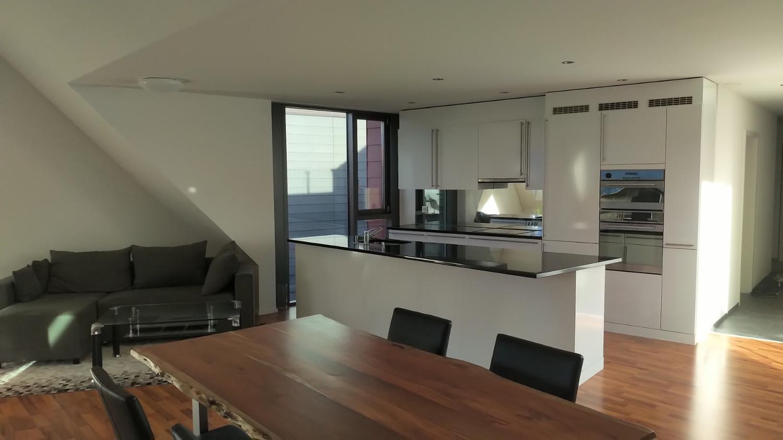 Vermietung: helle, moderne Wohnung mit Seeblick