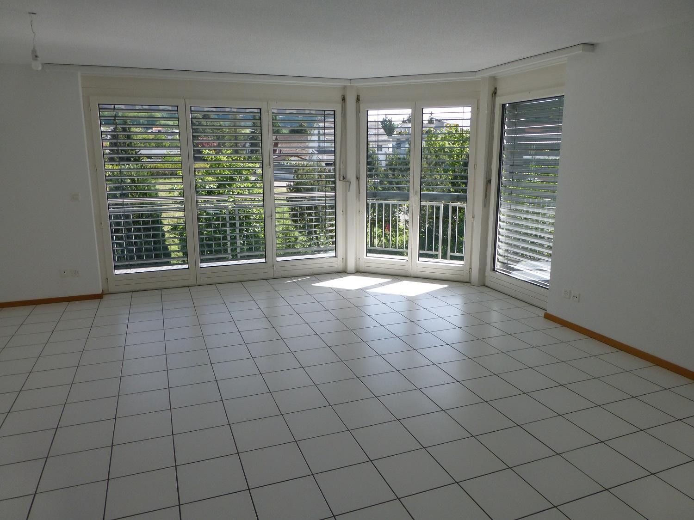 Miete: geräumige Wohnung mit Balkon