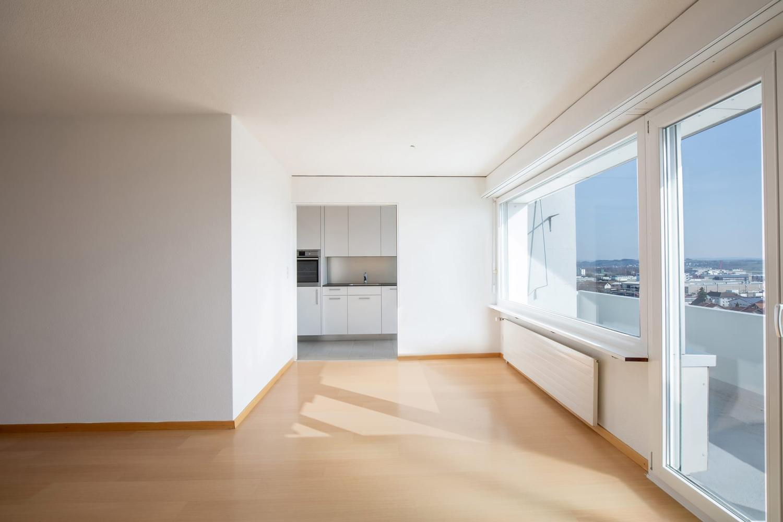 Vermietung: neu sanierte Wohnung mit Balkon