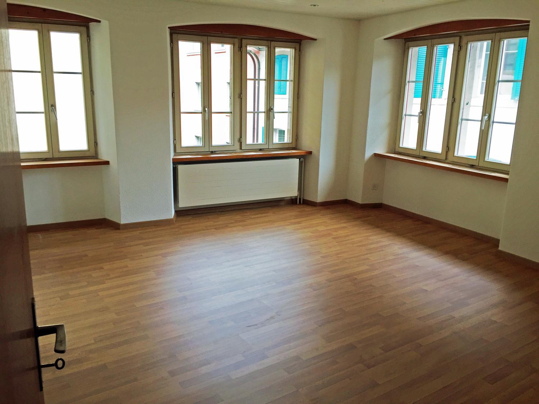 Miete: geräumige Wohnung in Seenähe