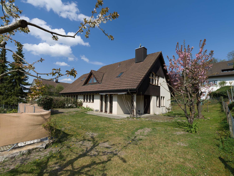 Grosse, sonnige Einfamilienhaus, Nähe Dorfzentrum