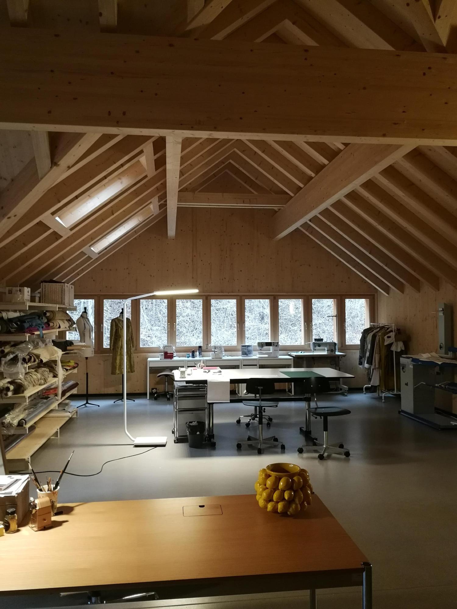 Büro, grosser und luftiger Raum