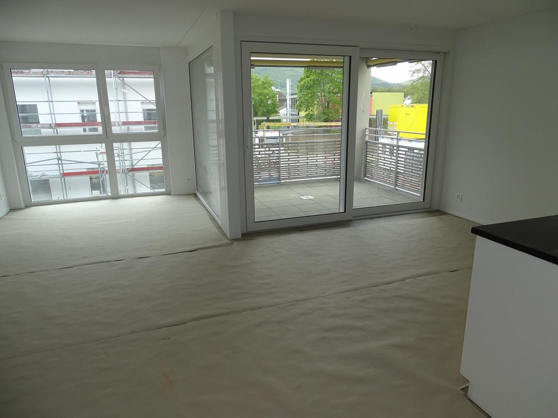 Helle Mietwohnung, Balkon verglast, verstellbar