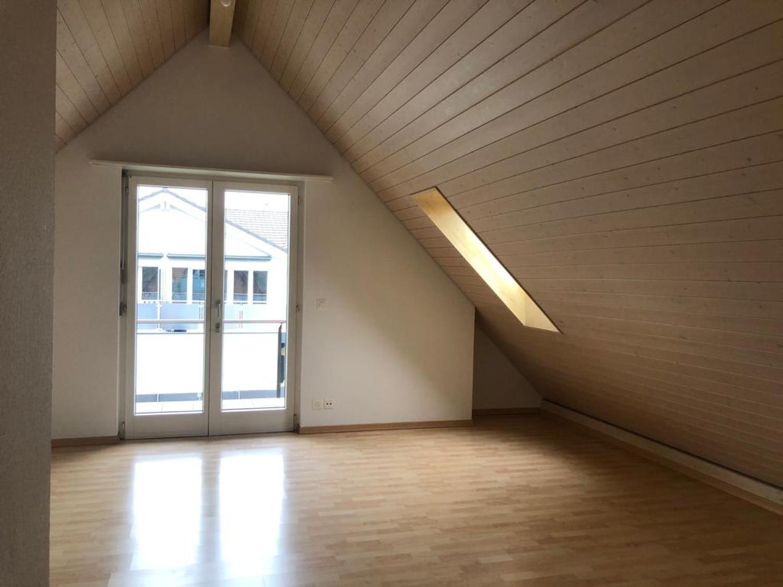 Topmoderne Dachwohnung mit überdecktem Balkon