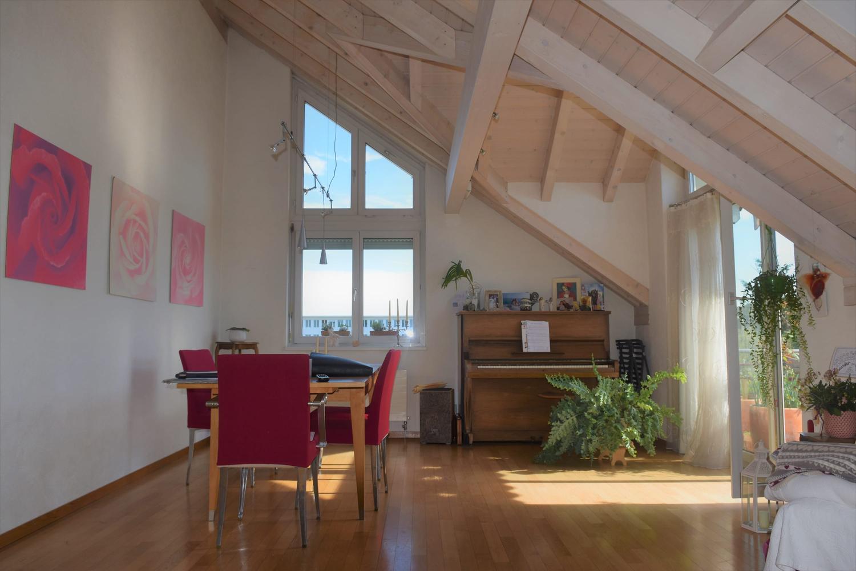 Charmante Dachwohnung an attraktiver Lage