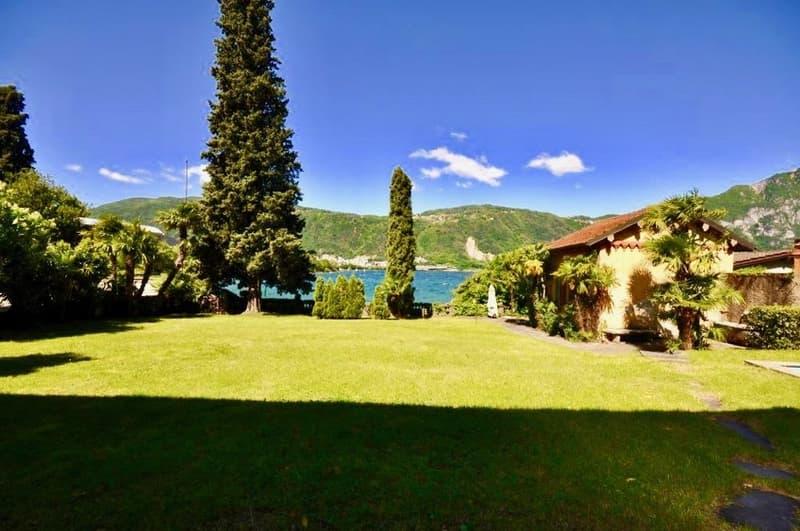 Villa fronte lago di Lugano con darsena e piscina in vendita a Bissone