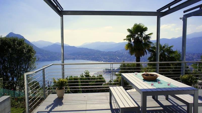 Moderna Villa di Standing Superiore con Vista Lago Mozzafiato