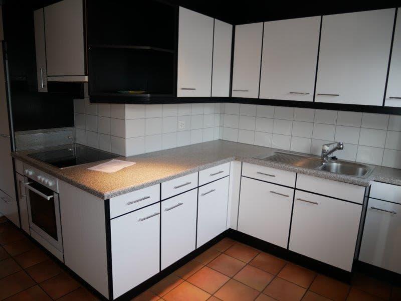 geräumige 3.5 Zimmer Wohnung mit grosse moderne Küche und separaten Eingang