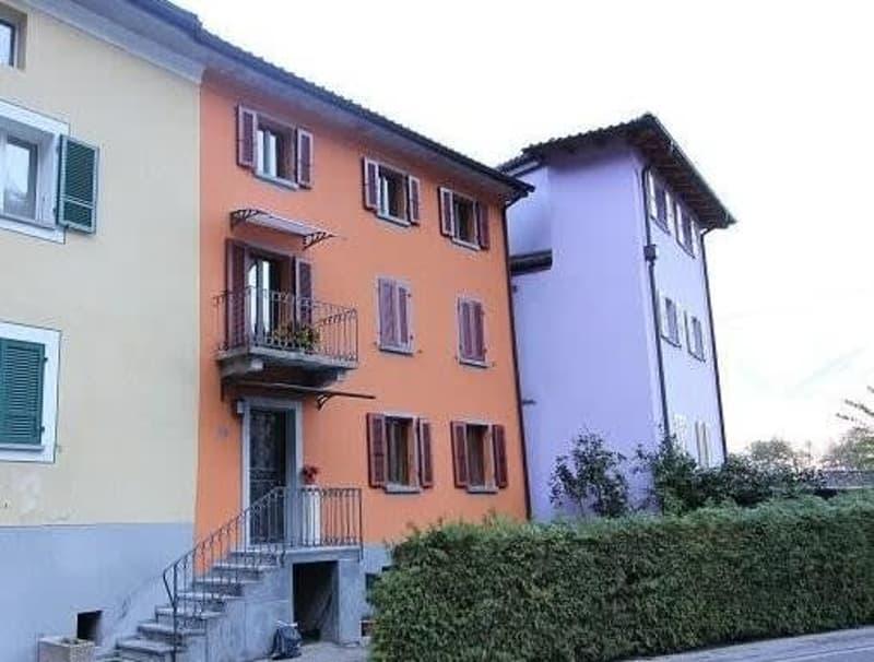 7 1/2-Zimmer-Mittelhaus mit kl. Garten / casa a schiera di 7 1/2 locali con giardino
