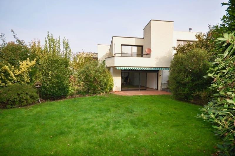 Villa a Schiera con Giardino Privato e Bilocale Indipendente