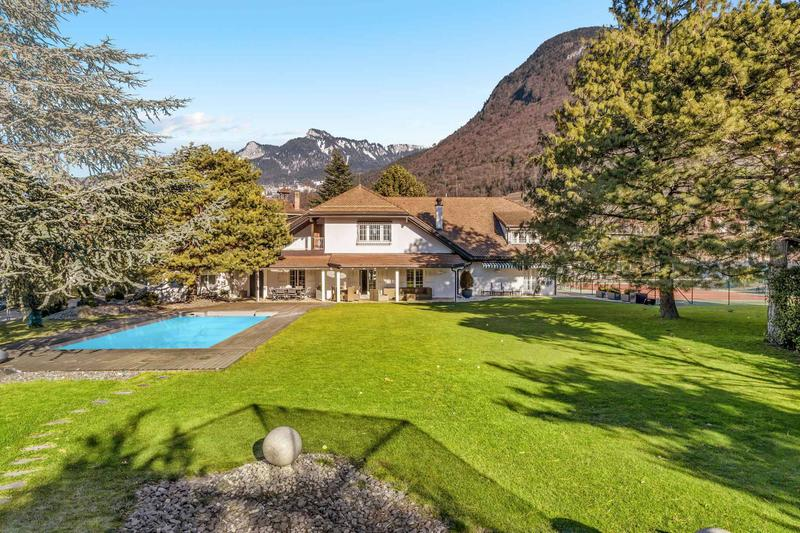 Magnifique propriété de 9.5 pièces avec piscine et court de tennis à vendre à Aigle