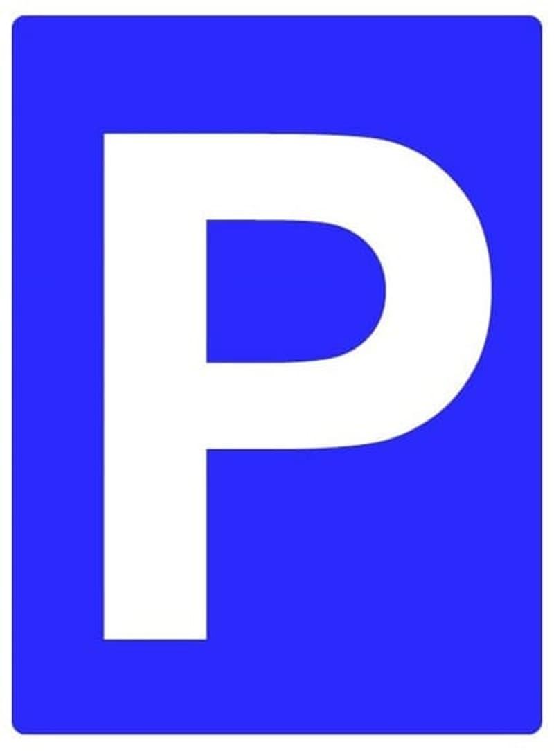 abschliessbarer Aussenparkplatz an idealer Lage
