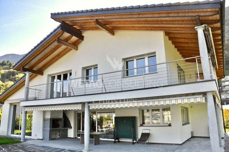Geräumige Villa mit wunderschöner Sicht auf den Lago Maggiore