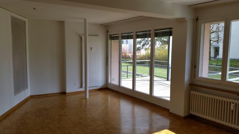 Charmante Wohnung mit grossem Balkon (4)