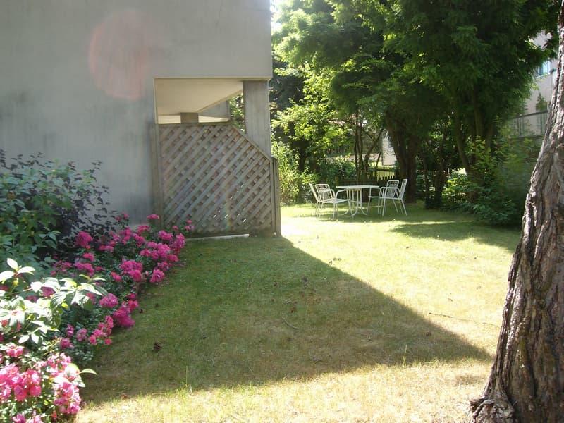 Gepflegt wohnen, behaglich im Garten sitzen.