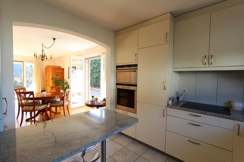 Küche zu Essbereich