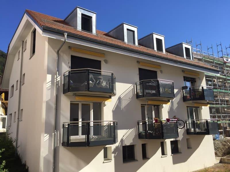 1 MOIS DE LOYER OFFERT  Beaux appartements au rez sup. et dans les combles avec balcon.  Loyer dès CHF 1'280.- + charges et frais accessoires