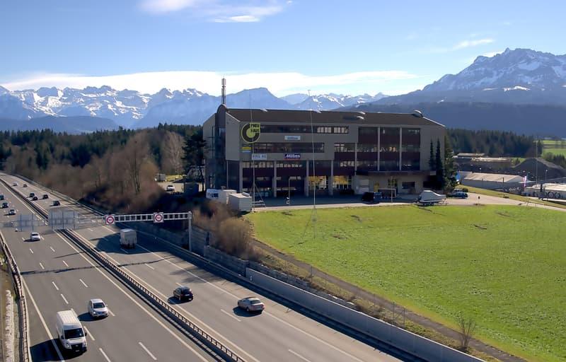 Attraktive Lager-/Dienstleistungsflächen direkt an der Autobahn A2