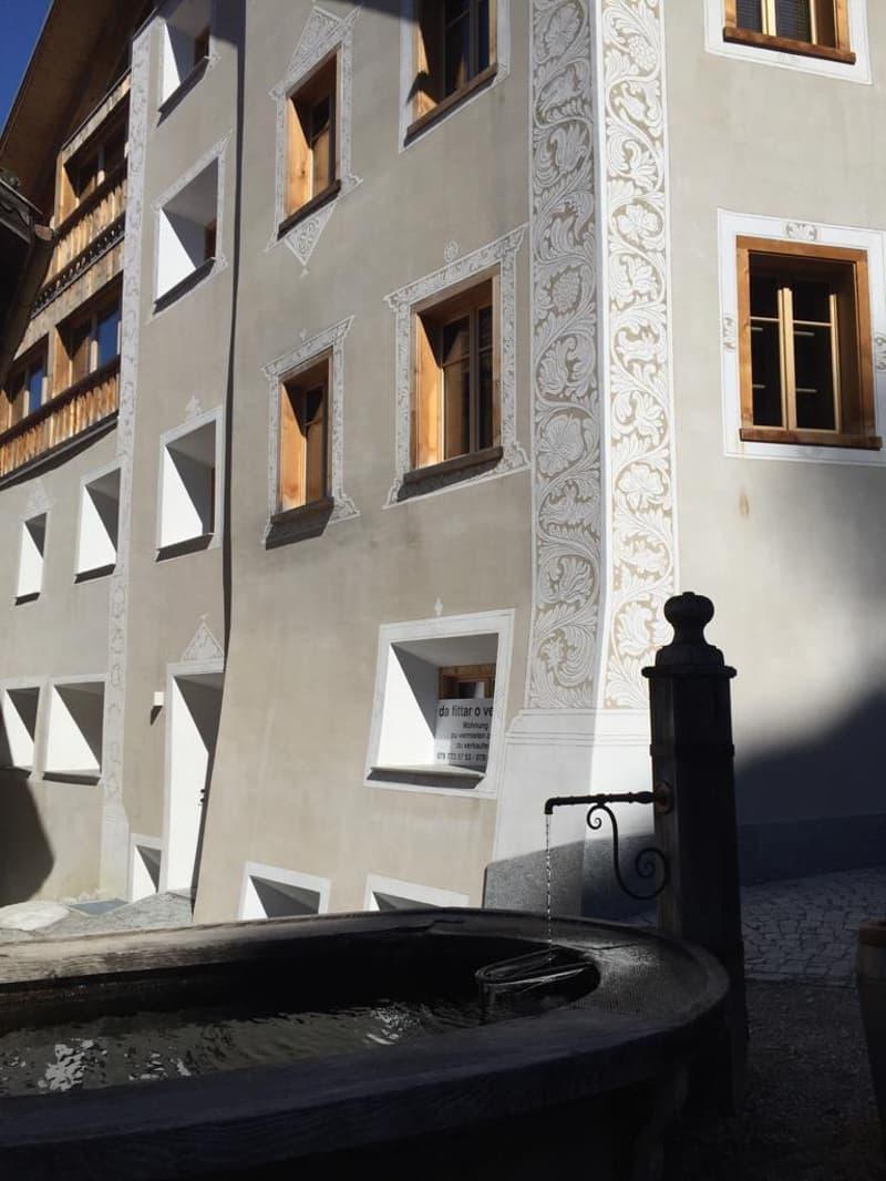 4 1/2 Zimmer Dachwohnung mit traumhafter Aussicht in wunderschönem Engadinerhaus