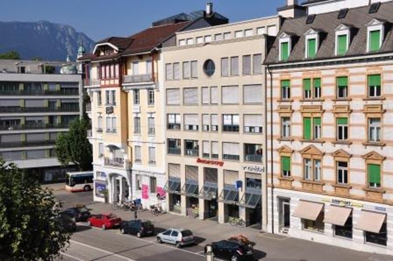 Attika Bürofläche in der Vorstadt - zentrale Lage