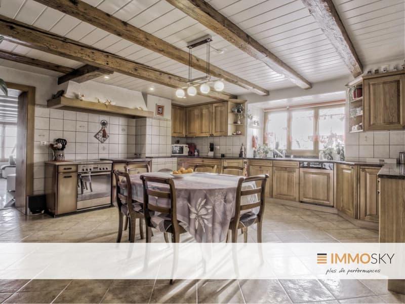 Spacieuse et chaleureuse cuisine de 22m2 avec four à bois