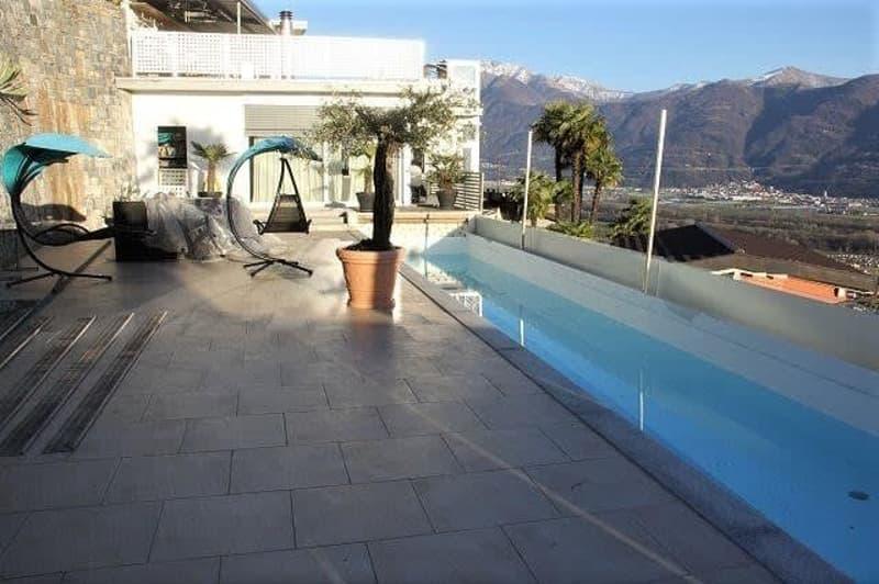 Luxus-Design-Villa mit drei Wohnungen mit Seesicht / Villa con tre appartamenti di lusso